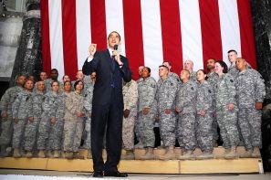 800px-Barack_Obama_speaks_to_US_troops_at_Camp_Victory_4-7-09_2