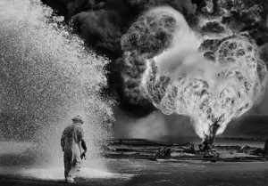 Sebastiao_Salgado_WORKERS_Greater_Burhan_Oil_Field_Kuwait_1991_5-670x468