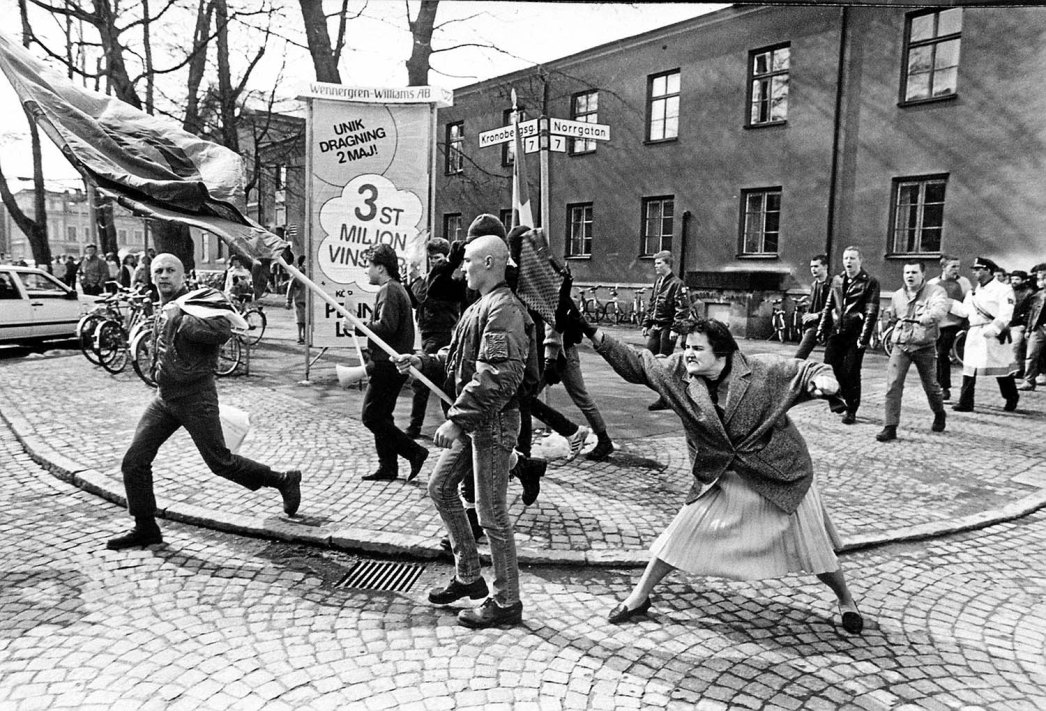 a-woman-hitting-a-neo-nazi-with-her-handbag-sweden-1985