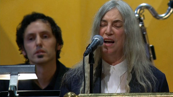 patti-smith-full-performance-121016_frame_13671