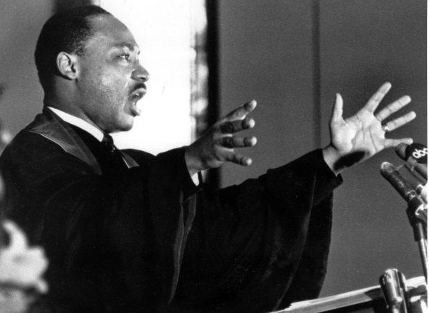 dr-king-preaching-e1484683211502
