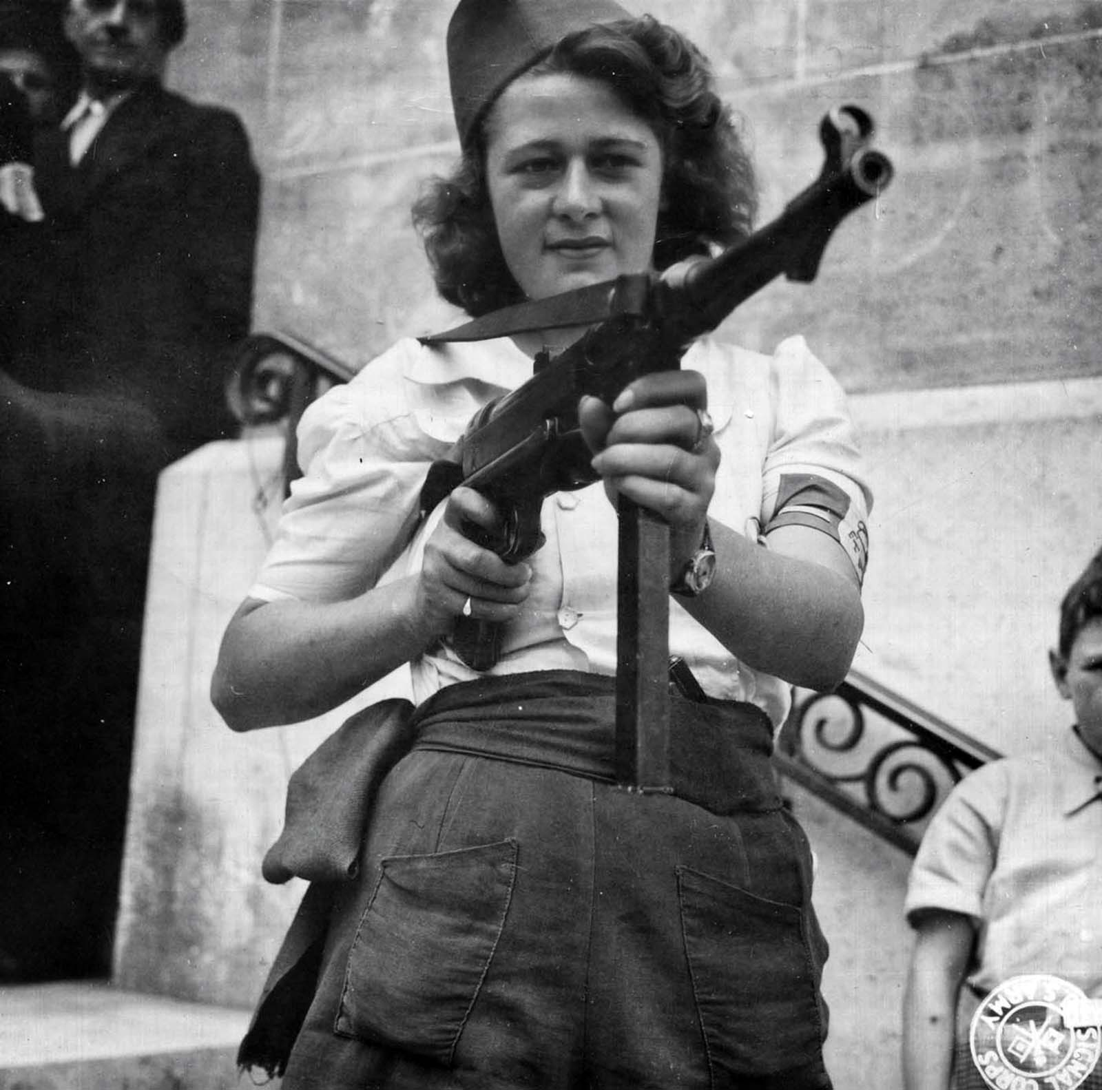 Simone Segouin poses with a German MP 40 with which she is most proficient.